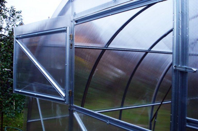 Как можно сделать в теплице форточки из поликарбоната своими руками 23