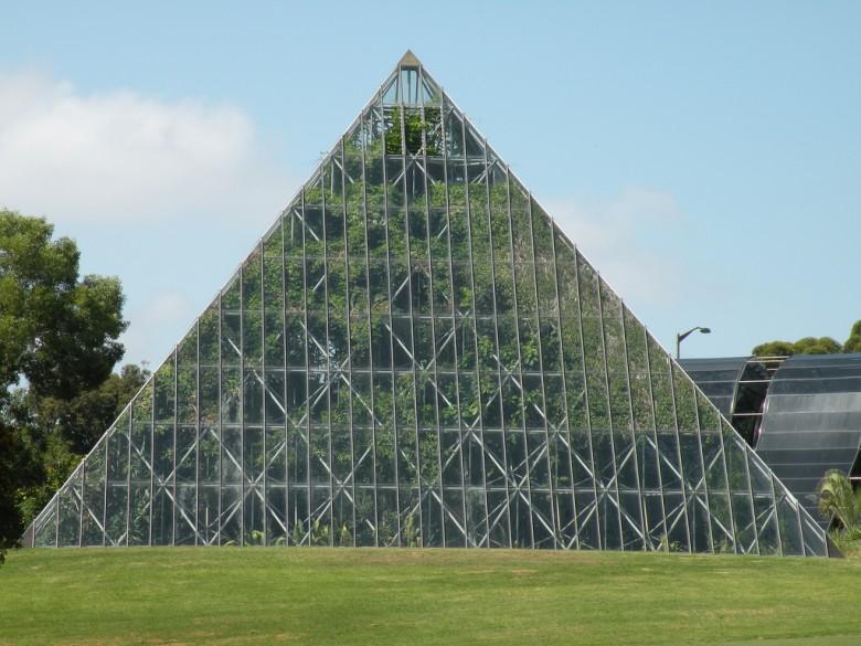 Теплица в форме пирамиды своими руками 19
